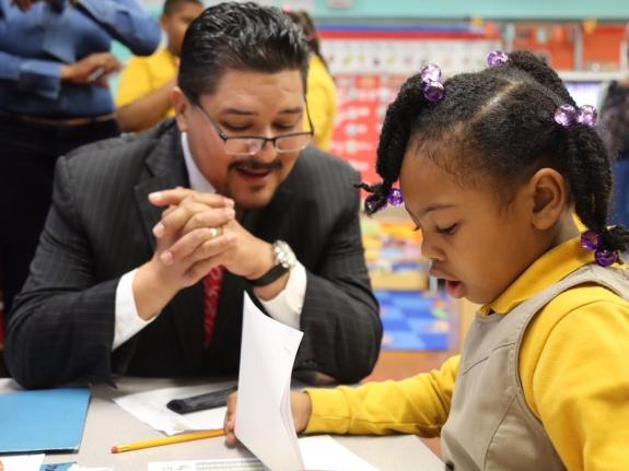 Brighter Choice ofrece un programa de Idioma Dual a los alumnos de prekínder a 2.o grado.